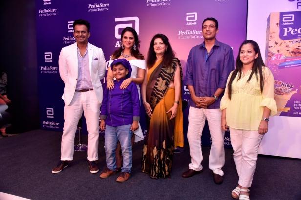 (L-R) Siddharth Kannan, Lara Dutta, Chef Kicha, Dr. Indu Khosla, Mahesh Bhupathi and Dr. Eileen Canaday at PediaSure's Cookies & Cream Flavour launch event in Mumbai (1)