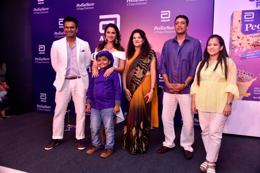 (L-R) Siddharth Kannan, Lara Dutta, Chef Kicha, Dr. Indu Khosla, Mahesh Bhupathi and Dr. Eileen Canaday at PediaSure's Cookies & Cream Flavour launch event in Mumbai (1)