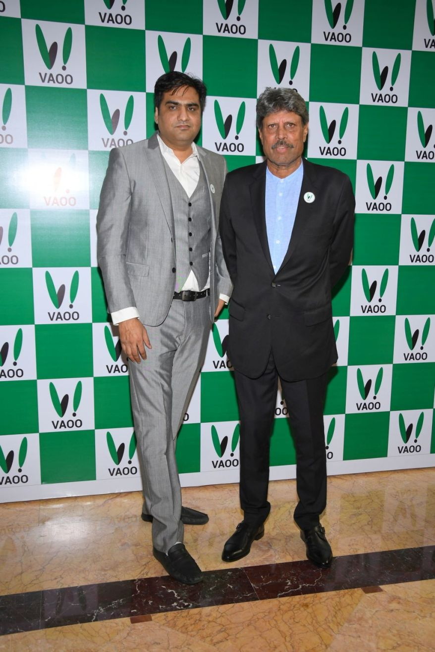 1. Abhineet Pathak (CEO of VAOO) with Kapil Dev during the launch of VAOO in Mumbai DSC_3845.JPG