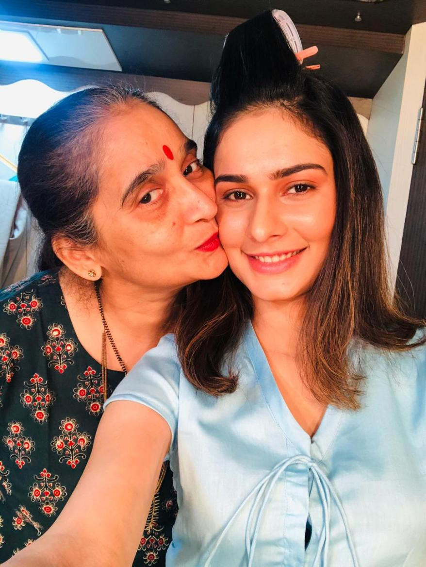 Aneri Vajani with mother